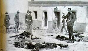 Dando los sacramentos a soldados españoles muertos.